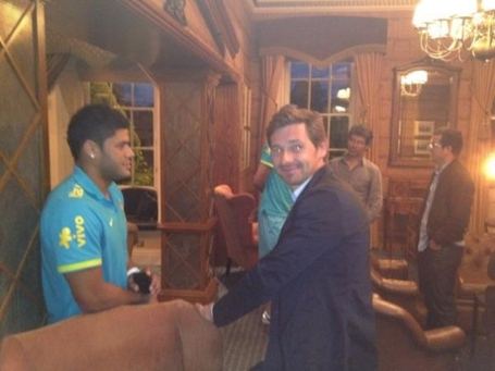 Picture-avb-meets-olympics-bound-hulk-in-london-on-twitpic-354459_medium