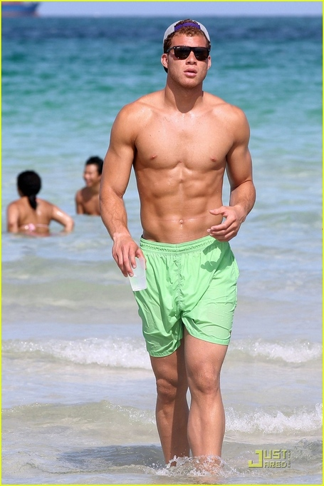 Blake-griffin-shirtless-sun-time-in-miami-hottest-actors-23811383-816-1222_medium
