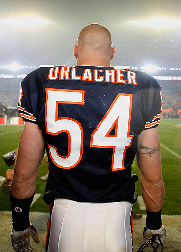 435882-brian_urlacher_chicago_bears_medium