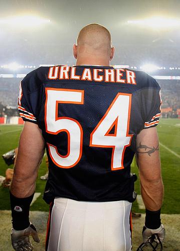 435882-brian_urlacher_chicago_bears_medium
