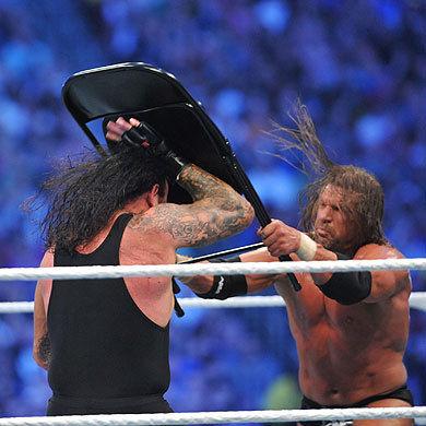 Resultado de imagem para triple h undertaker wrestlemania 27 chair shot