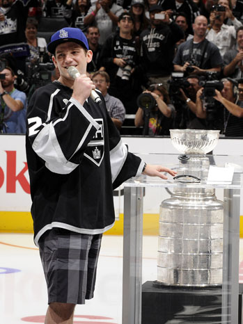 Jonathan_quick_stanley_cup_a_p_medium