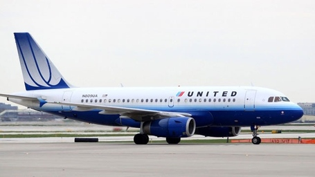 Gty_united_airplane_chicago_thg_130405_wg_medium