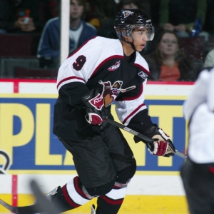Vancouver_giants___evander_kane_arrives_at_2009_chl_top_peospects_game-r99731_is_right_side_bar_medium
