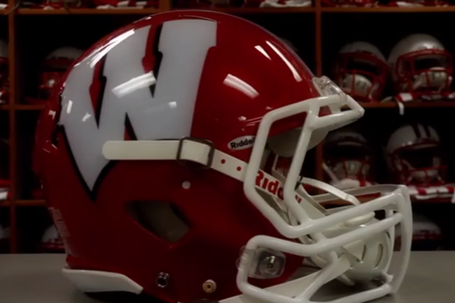Wisconsin_red_helmet