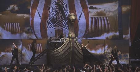 Amon-amarth-viking-ship_medium
