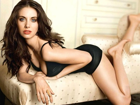 1370661243_alison-brie-hot-look-2013_medium