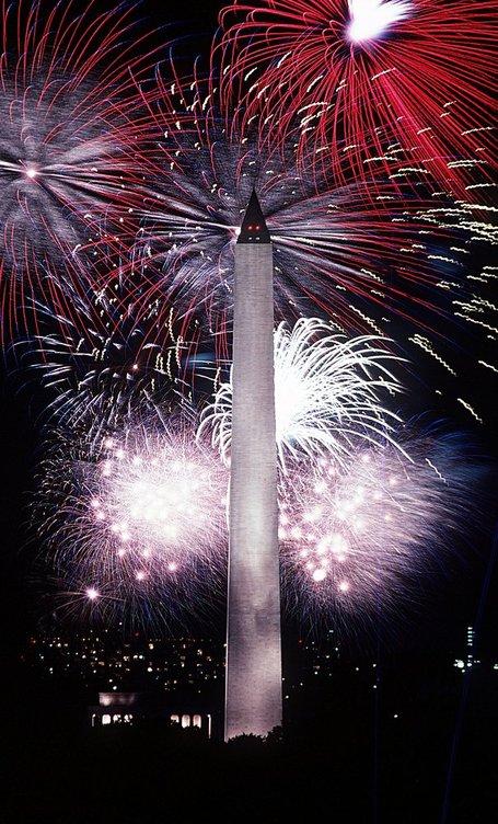 Fourth_of_july_fireworks_behind_the_washington_monument_2c_1986_medium