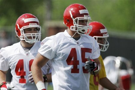 45630_chiefs_camp_football_medium