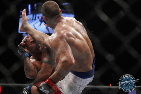 103_mark_hunt_vs_junior_dos_santos_gallery_post_medium