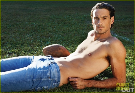 Nfl-player-gay-advocate-chris-kluwe-covers-out-magazine-november-2012-02_medium