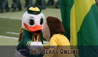 Oski_and_the_duck_greet_before_game_092907_0390_thm_medium