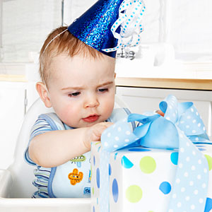 Birthday-party-photo-ops-unwrap-presents_medium