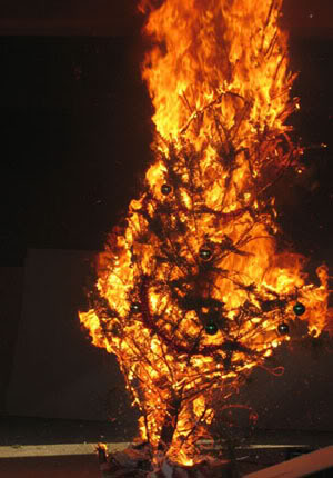 Burning_xmas_tree_medium