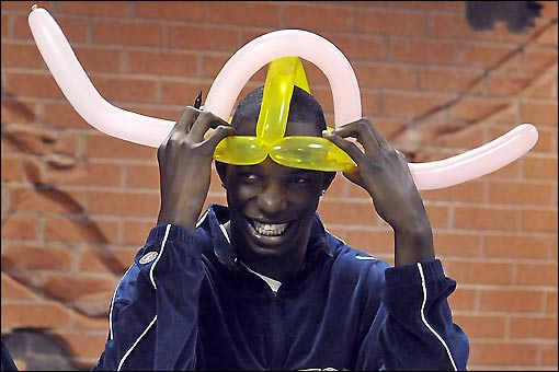 thabeet-balloon-hat