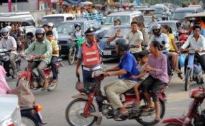 2000025523-cambodia-tries-to-tame-traffic-chaos