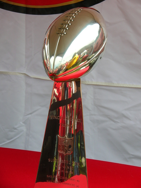 Super_bowl_29_vince_lombardi_trophy_at_49ers_family_day_2009_medium