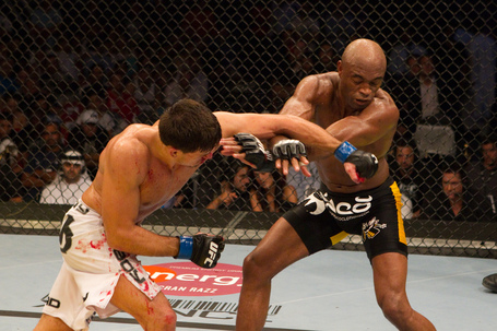 Ufc112_10_silva_vs_maia_013_medium