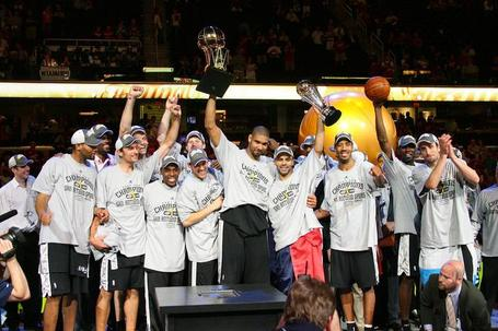 San-antonio-spurs-with-the-championship-trophy1_medium