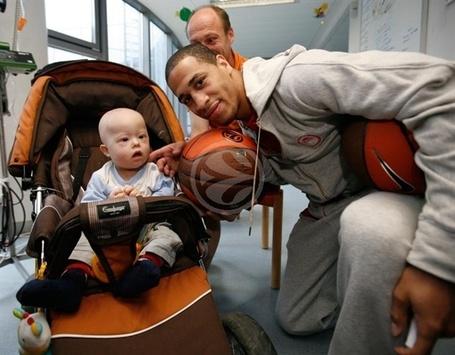 Visit-to-berlin-children-hospital-jannero-pargo_medium