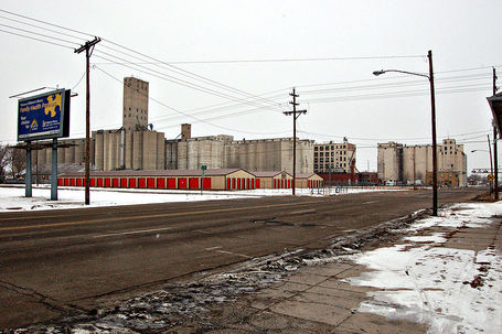 800px-2007-02-03_salina_grain_elevators_medium