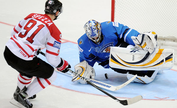 Pekka Rinne, playing for Finland, Stops Canada's Jason Spezza