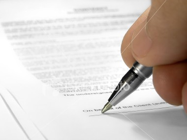 Istockphoto_833614-signing-contract_medium