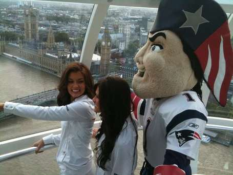 Patriots-cheerleaders-at-the-eye_medium