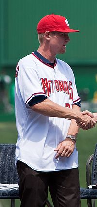 200px-stephen_strasburg_on_august_21_2c_2009_medium