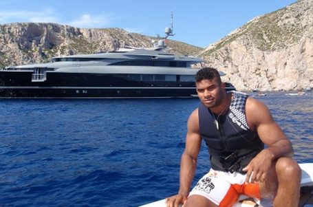 Alistair-overeem-boat_medium