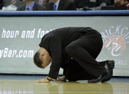 Bobby-gonzalez-seton-hall-kneeling-court-3f6b8664feb72031_large_medium