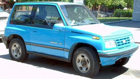 Geo_tracker_2-door_medium
