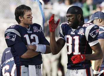 National-football-league-2009-10-season-week-9-tom-brady-randy-moss-nfl-0910-wk9-00364lg_medium