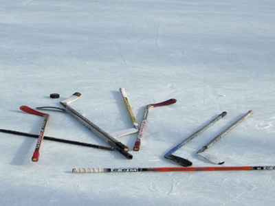 Hockey_sticks_medium