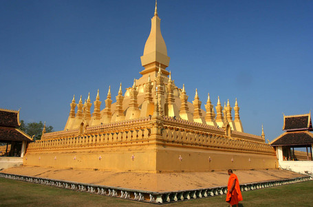 20061213080746_pha_that_luang_vientiane_laos_medium