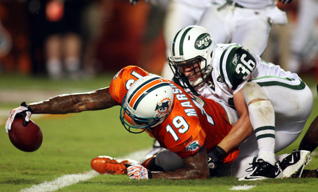 Brandon_marshall_new_york_jets_v_miami_dolphins_wdoozys3vvbl_medium