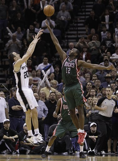 95639_bucks_spurs_basketball_medium