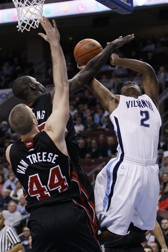52123_louisville_villanova_basketball_medium