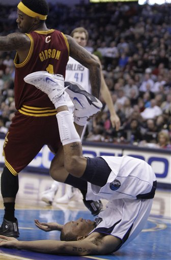 100822_cavaliers_mavericks_basketball_medium