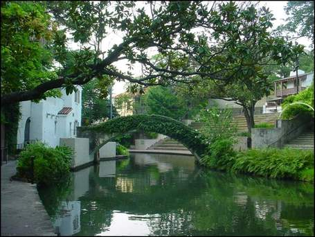 San-antonio-riverwalk-bridge-lg_medium