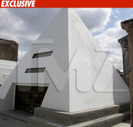 0415-nic-cage-tomb-ex-tmz_medium