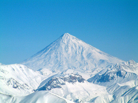 Damavand_in_winter_medium