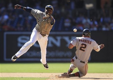 230327_giants_padres_baseball_medium