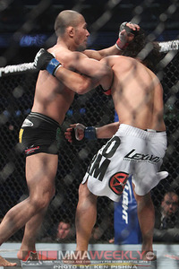 Menjivar-vs-valencia-ufc-129_9214_large_medium