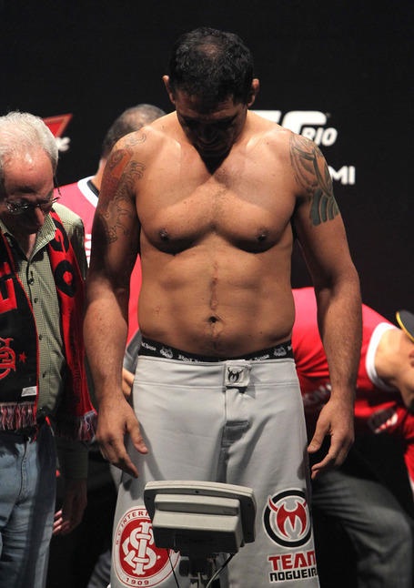 Ufc134_weighin_029_medium