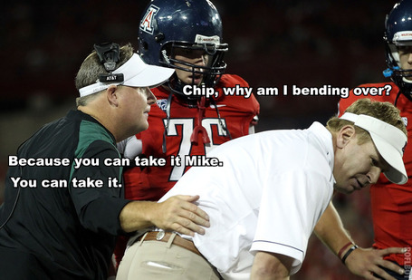 Chip Kelly makes Mike Stoops bend over.