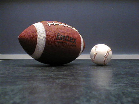 Football_baseball_medium