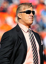 3e8b6_john-elway-uspstorytebow