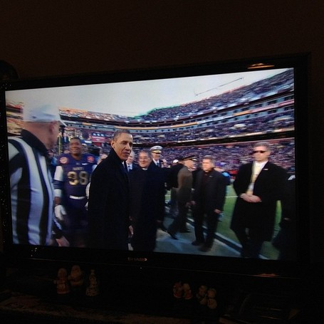 Obama, at Army-Navy football game, praises troops