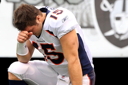 Tebow_kneel_medium
